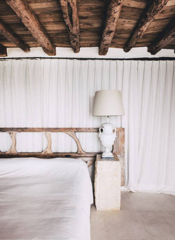 minimalist modern bedroom with rustic exposed beam ceiling and unique headboard. / sfgirlbybay